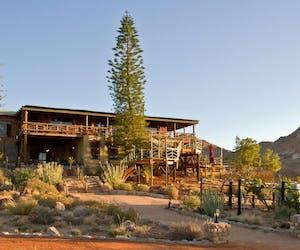Desert Horse Inn Exterior