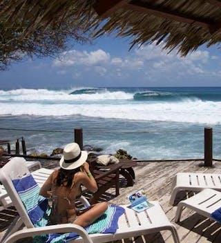 Hudhuranfushi Surfing