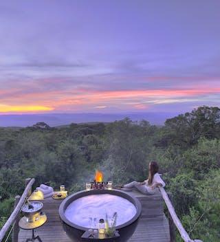 The Highlands Honeymoon Hot Tub