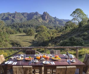 Bale Mountain Lodge Breakfast On The Deck