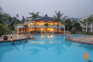 Serena  Lake  Kivu Pool