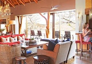 Thanda  Safari  Lodge Bar