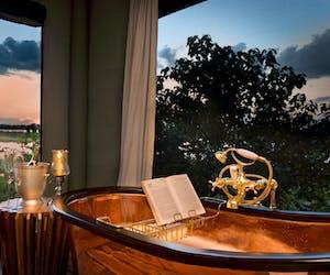 Zarafa Dhow Bath And View